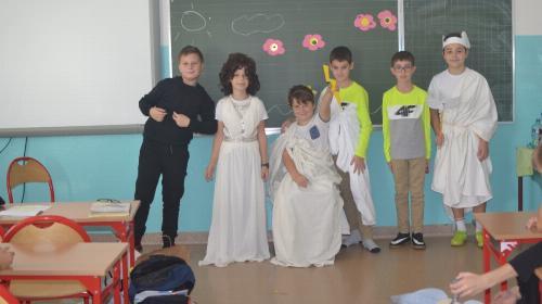 "Obrazek galerii Projekt edukacyjny ,,Demeter i Kora"""