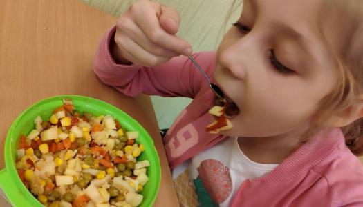 Obrazek newsa Program dla Szkół - sałatki owocowe w klasie II
