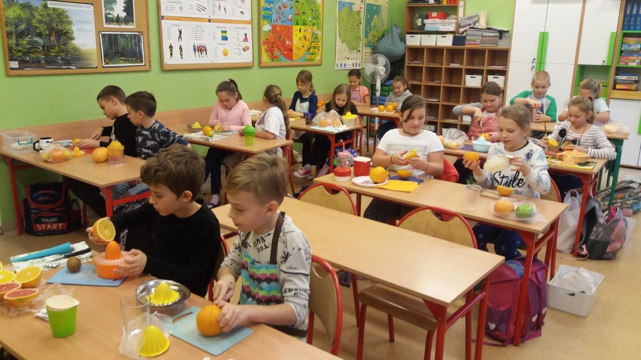 Obrazek newsa Zdrowe soczki z cytrusów - Program dla szkół